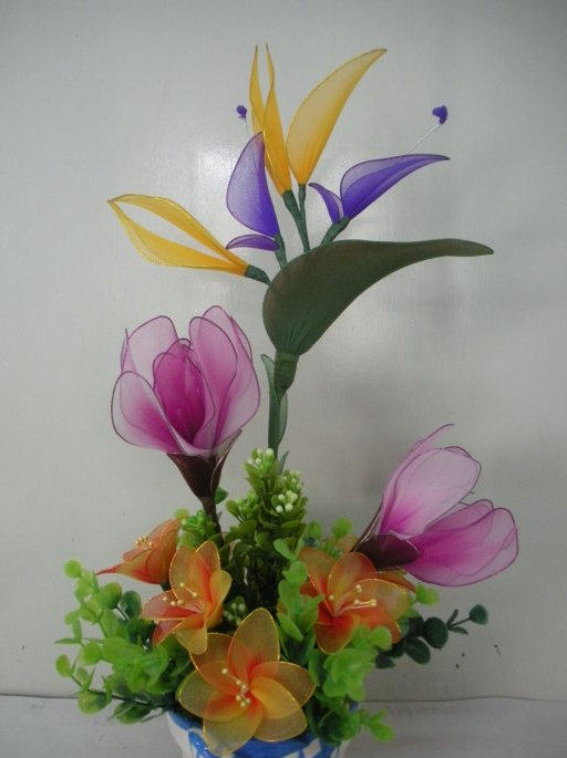 Цветки из капрона своими руками - этапы работы