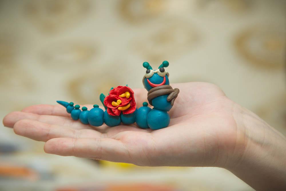 Гусеницы из пластилина – лепка из пластилина с детьми от трех лет | каракули