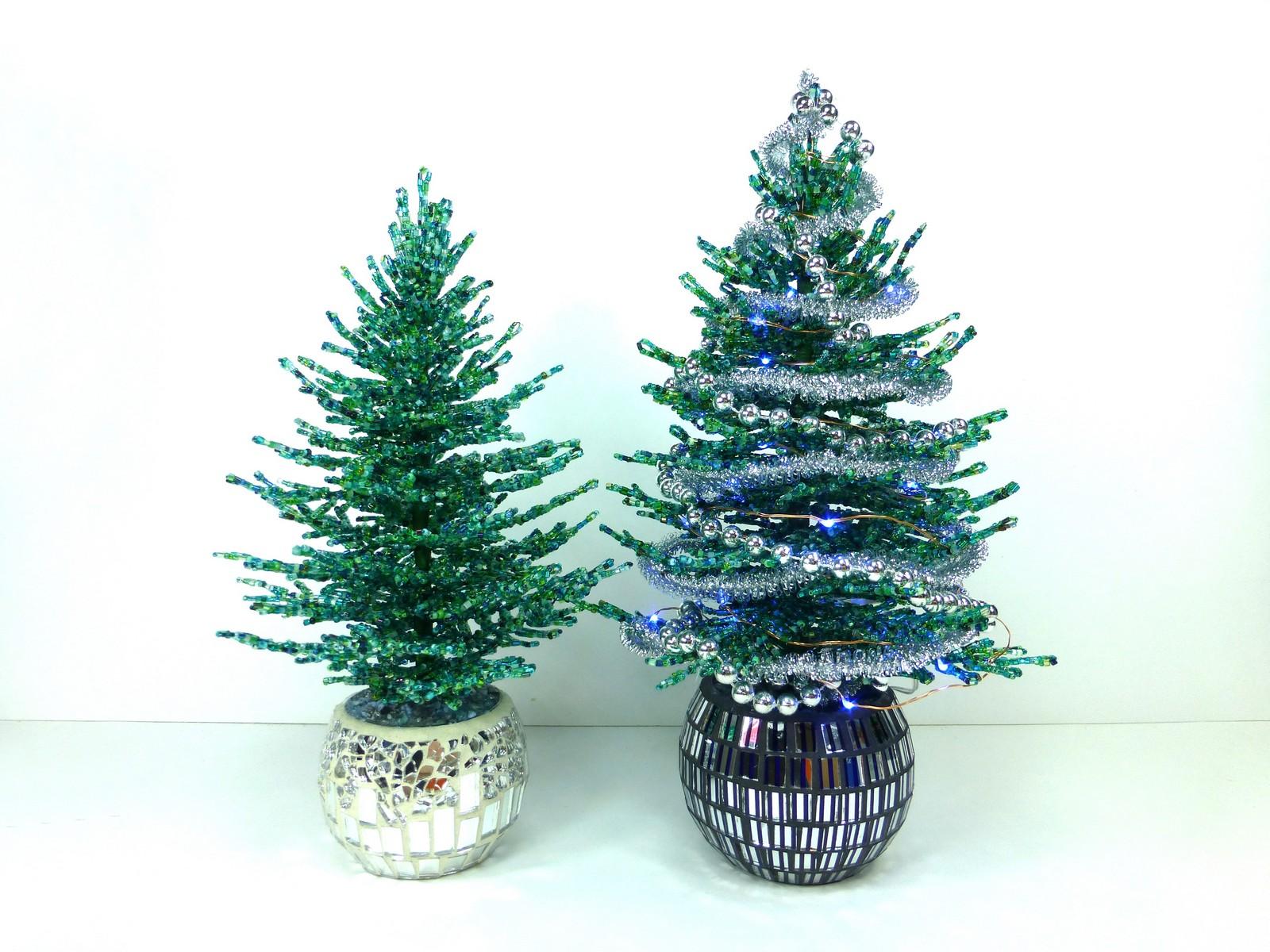 Новогодние елочки из бисера своими руками