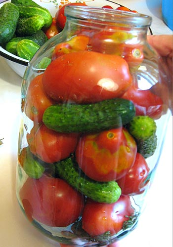 Консервированные огурцы в томатном соусе на зиму - обалденные рецепты