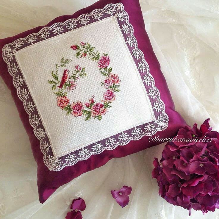 Особенности наволочек на подушки с вышивками