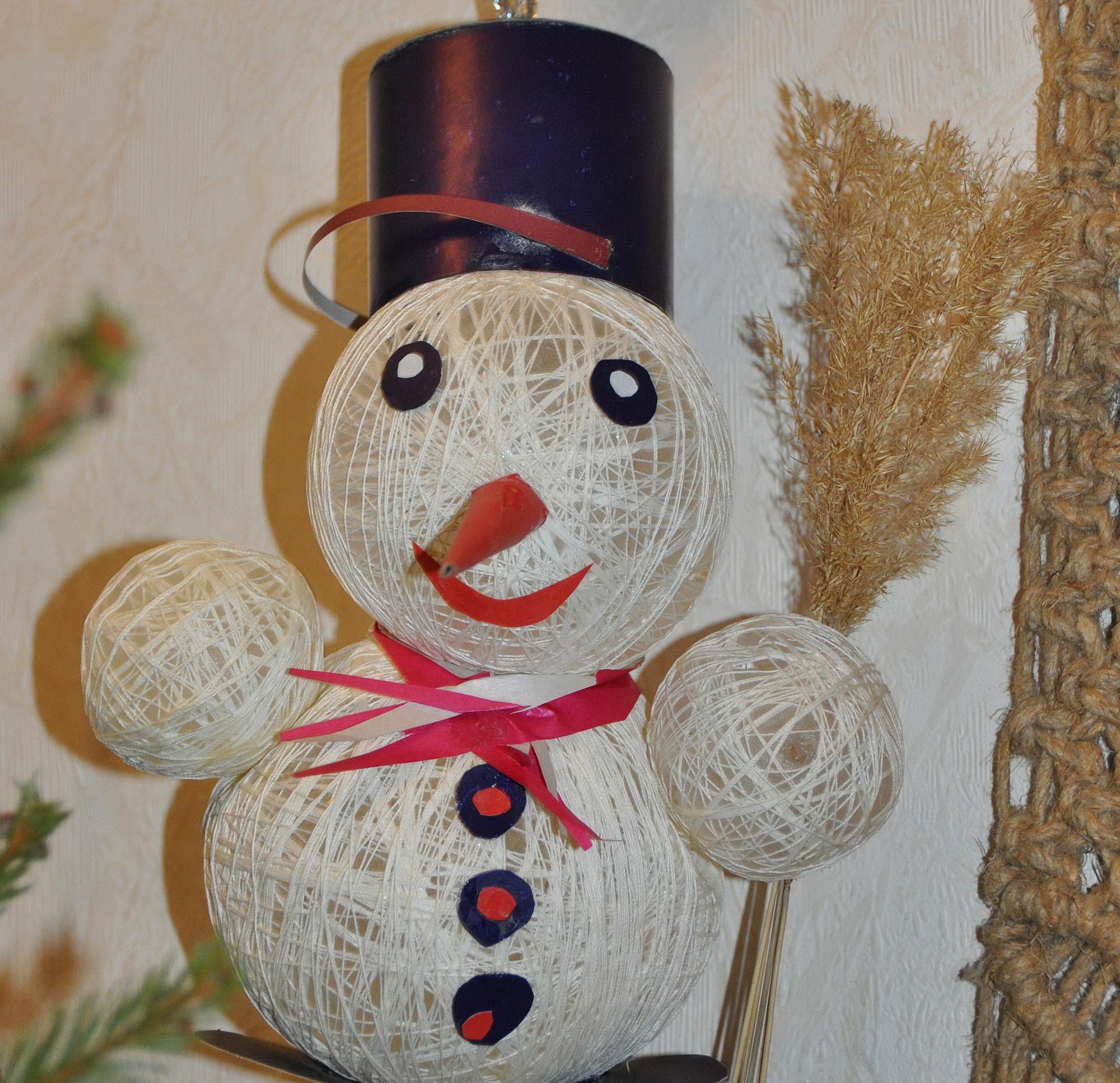 ᐉ снеговик из ниток своими руками пошаговое фото. поделка снеговик из ниток и шаров своими руками ➡ klass511.ru