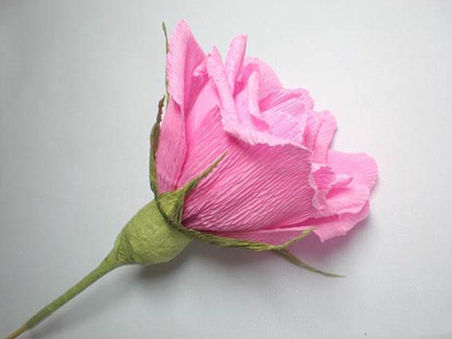 Розы из гофрированной бумаги с конфетами: мастер-классы с фото — самый смак