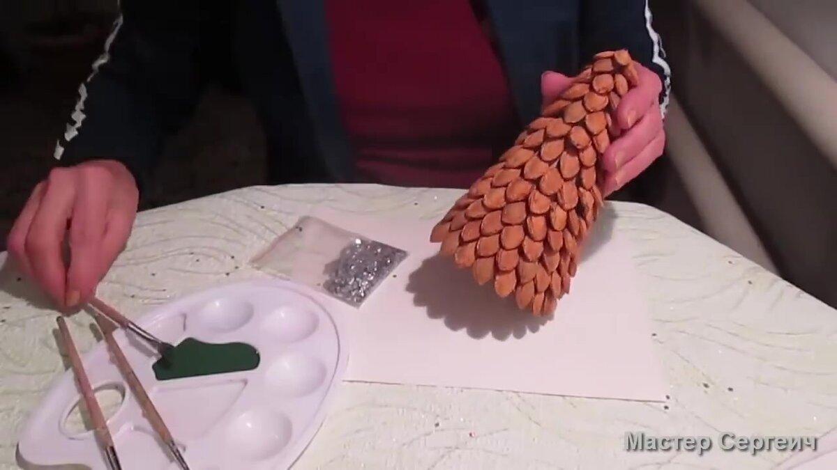Елка из сливовых косточек