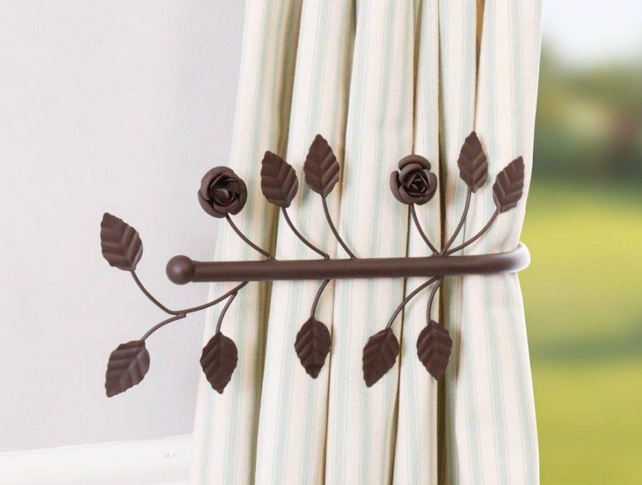 Держатель для штор, занавесок и гардин: как выбрать этот металлический, декоративный аксессуар?