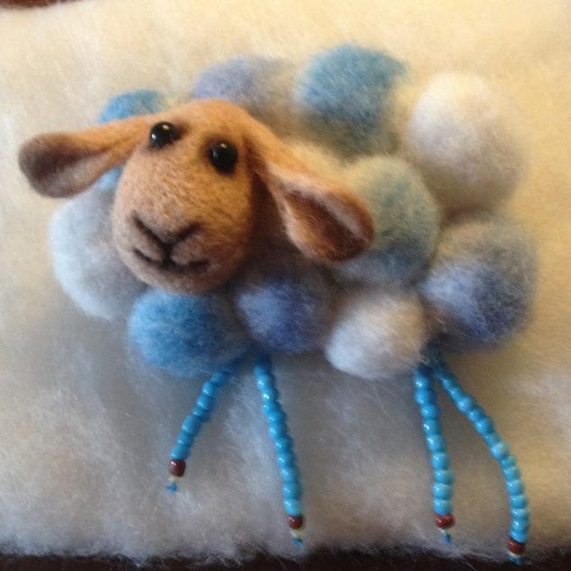 Новогоднее украшение из фетра с овечкой. мастер-класс с пошаговыми фото