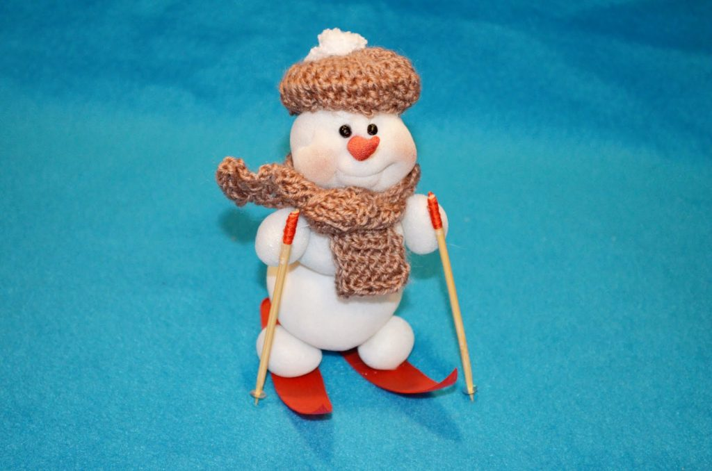 Снеговик своими руками на новый год. как самостоятельно сделать снеговика из разных материалов (55 фото)
