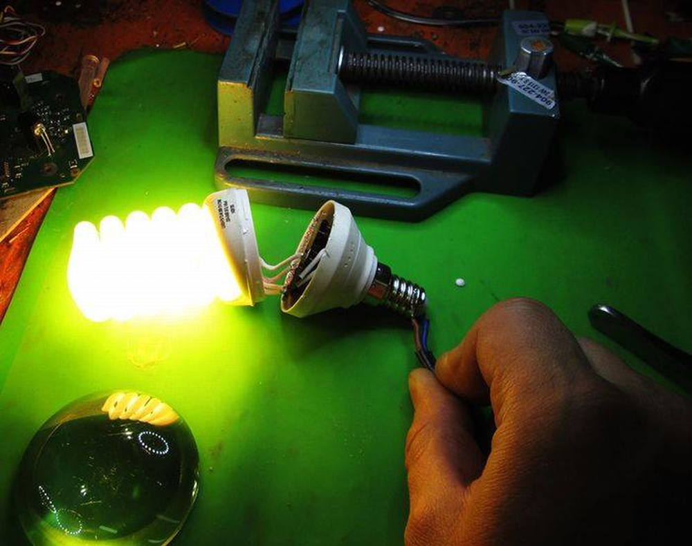 Переделка энергосберегающей лампы в светодиодную своими руками