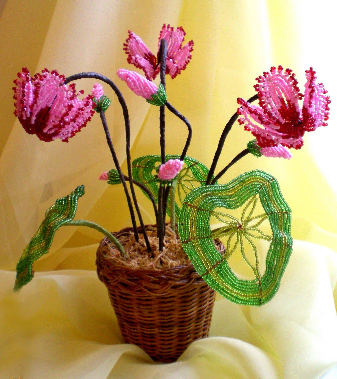 Цветы из бисера, техники плетения - фото примеров.