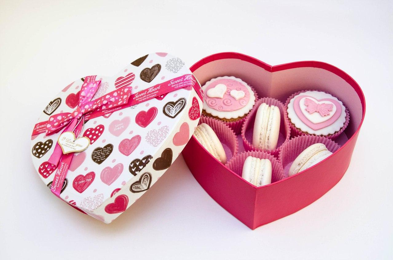 Сладкое сердце из конфет