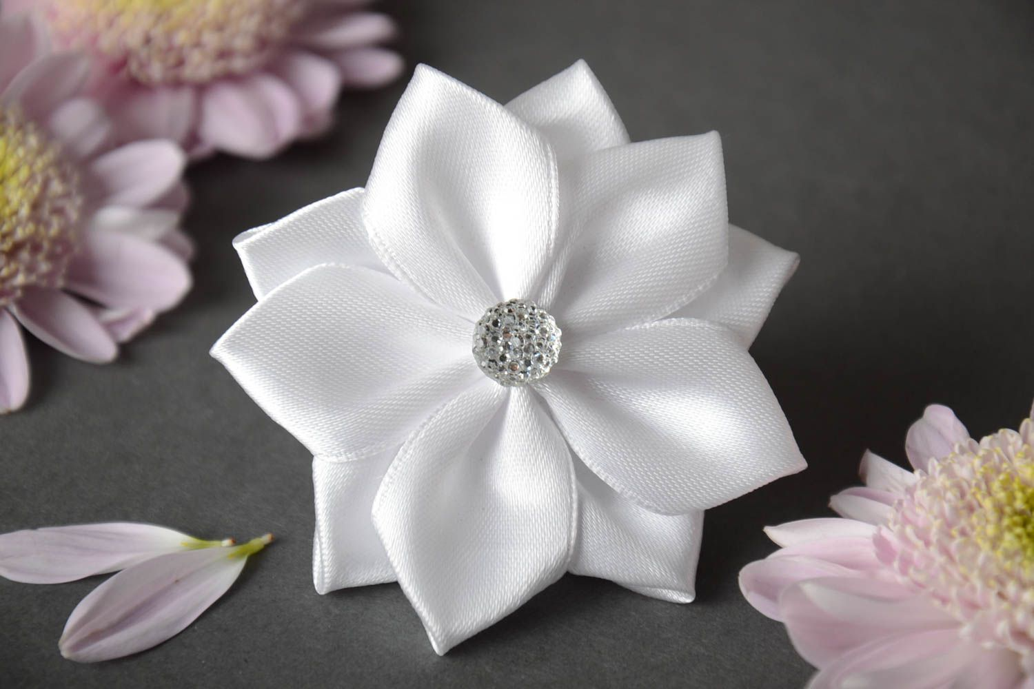 5 легких способов сделать резиночки для волос: роскошный бант, белый цветок своими руками | bellehair.info