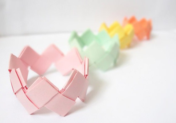Как сделать браслет из бумаги легко и быстро
