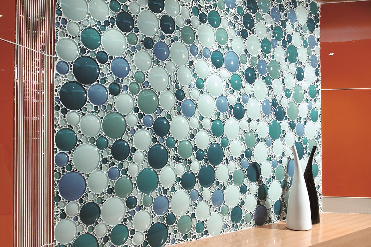 Многоликая керамика: 12 способов использовать плитку в декоре