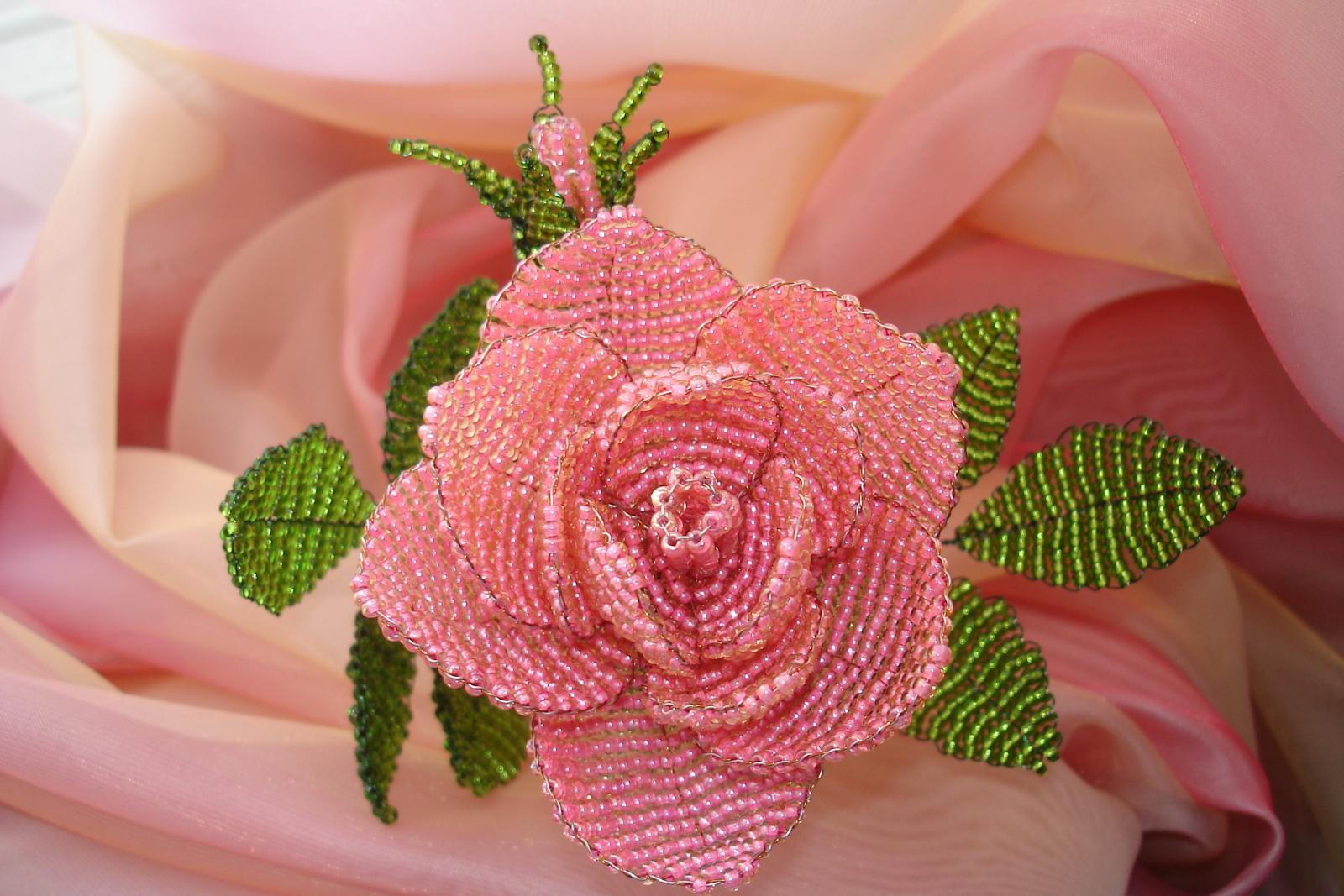 Роза из бисера — схема как сделать с пошаговым фото