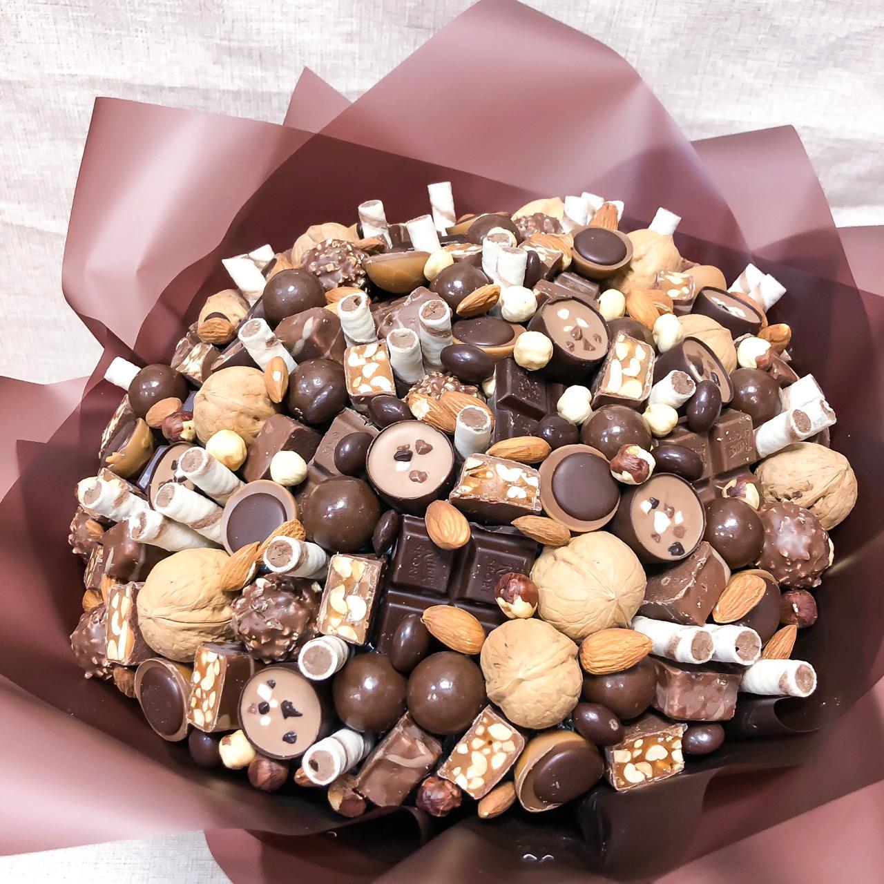 Новогодние букеты из конфет: сладкий зимний букет в сочетании с шампанским, обзор креативных композиций для подарка на новый год