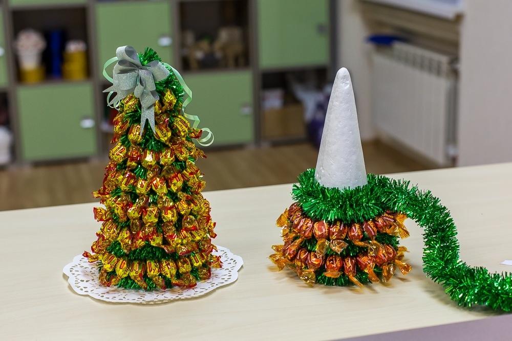 ᐉ пошаговая инструкция как сделать елочку из конфет. новогодняя елка из конфет своими руками – рецепт с фото, как ее сделать пошагово. из мягких конфет ➡ klass511.ru