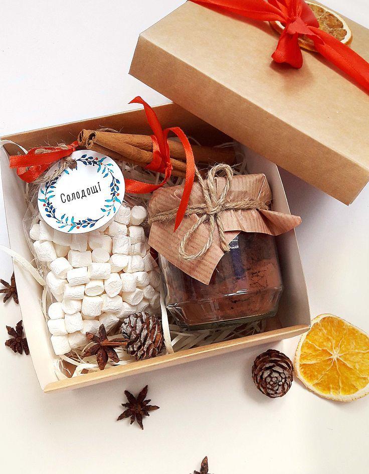 Боксы с подарками: что можно положить в коробку? как красиво уложить подарок мужчине и женщине?