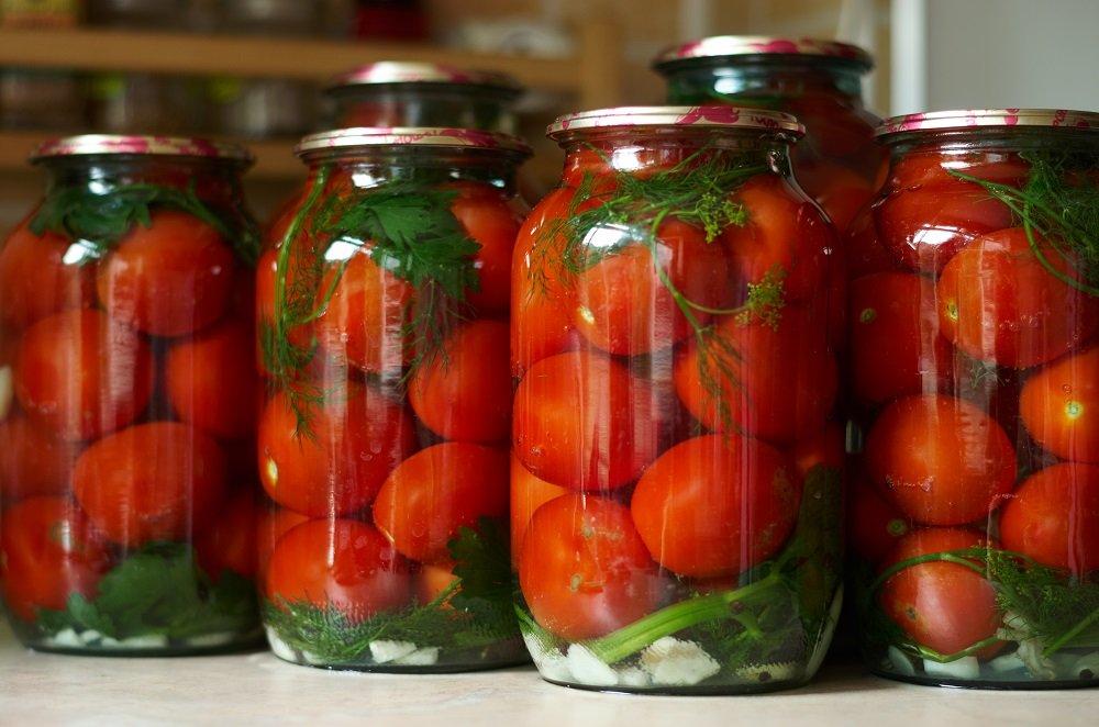 Острые огурцы в томатном соусе
