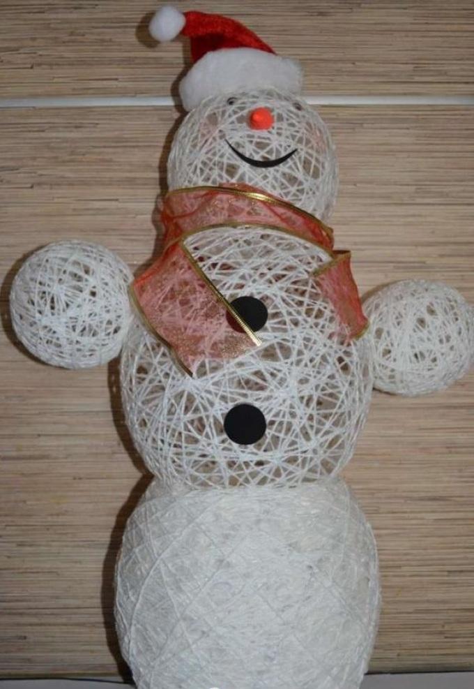 Вяжем крючком веселых снеговиков с описанием и схемами