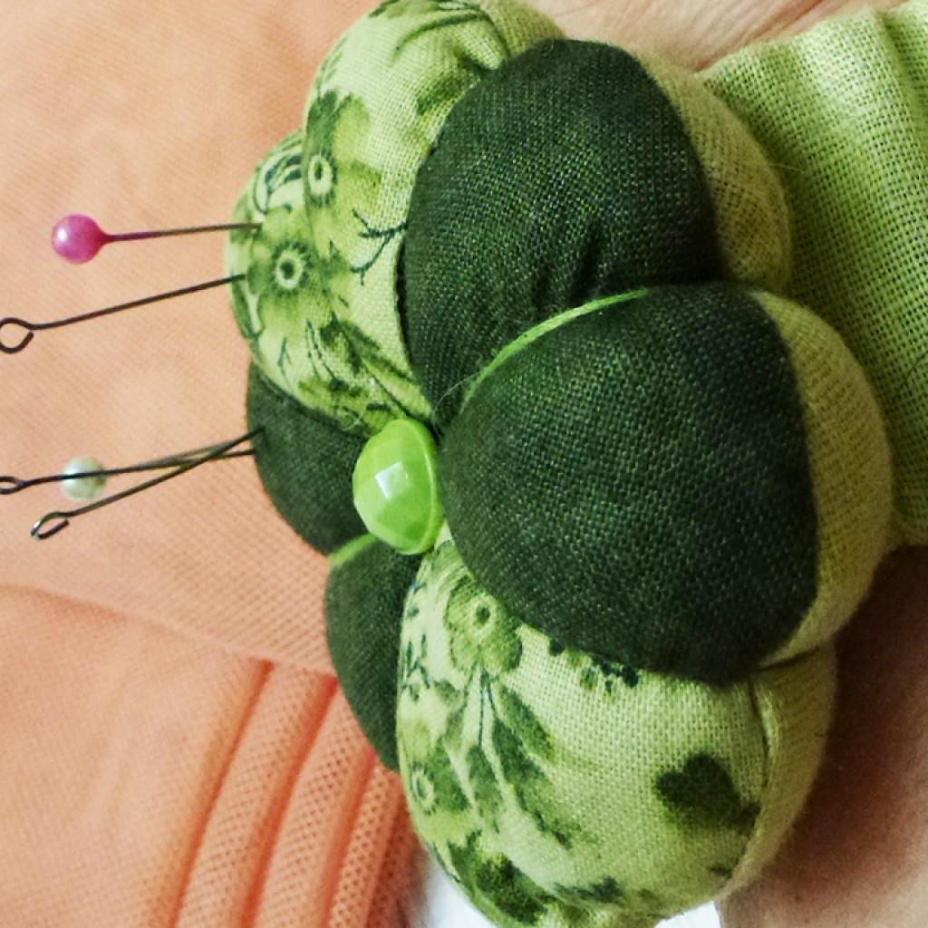 Игольница своими руками — современные идеи и мастер-классы по пошиву (95 фото)
