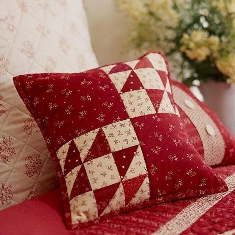 Лоскутные пэчворк подушки: яркая нотка в интерьере
