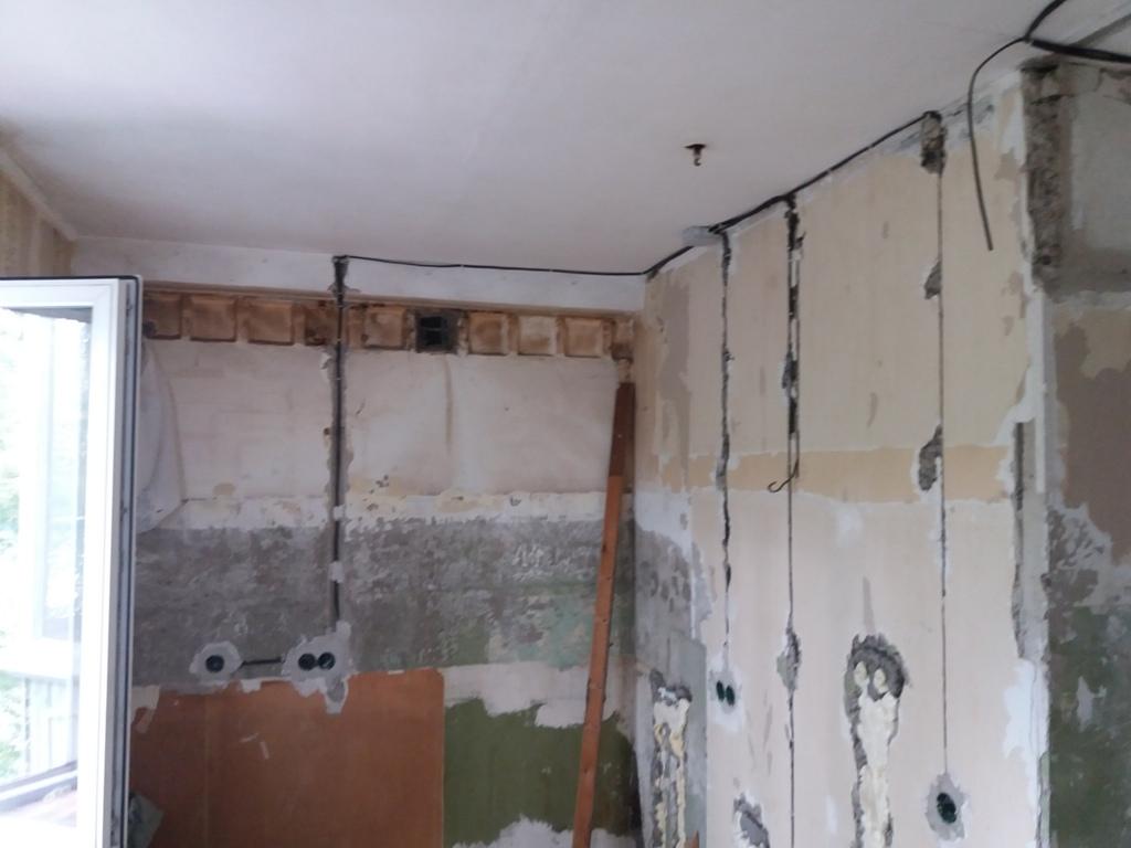 Проводка по потолку: варианты для штукатурки, подвесных и натяжных конструкций