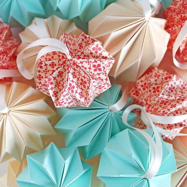 Новогодние поделки своими руками. елочный шар из упаковочной бумаги новогодние игрушки из упаковочной бумаги своими руками