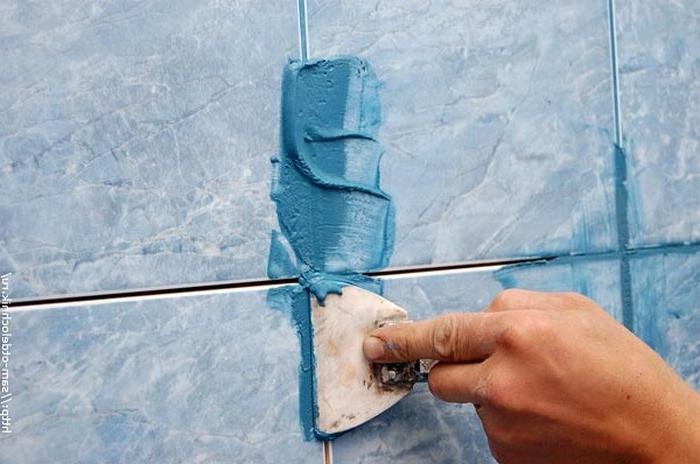 Легкий способ удаления старой затирки: как обойтись без сколов и царапин на плитке