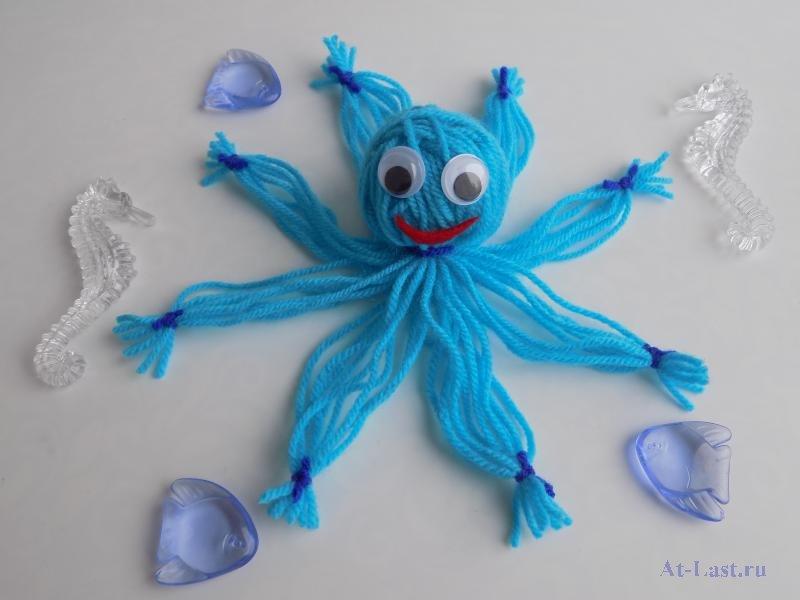 Вязаный осьминог для детей (или как игрушки могут помочь недоношенным малышам)