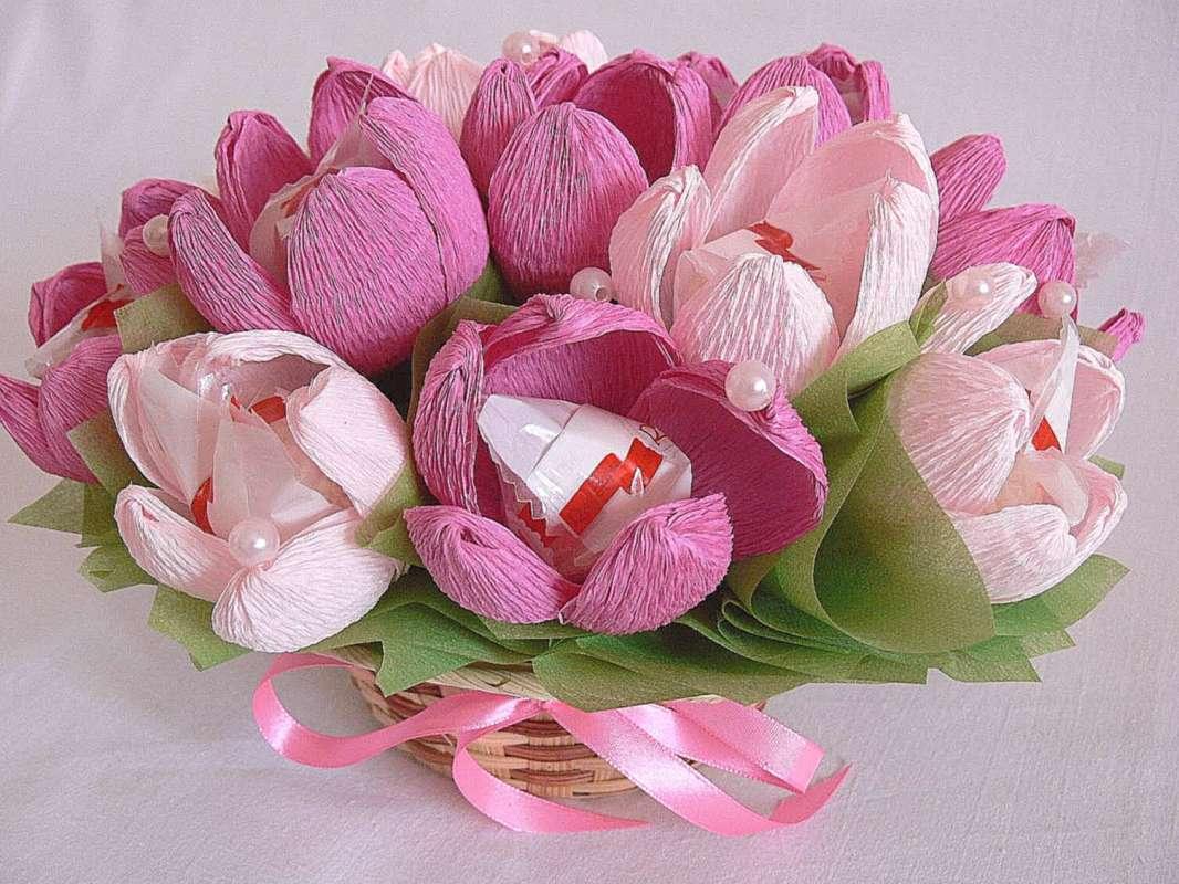 Букеты из конфет своими руками - пошагово: сладкие тюльпаны и розы в корзине. мастер-класс изготовления букетов из рафаэлло (фото) | цветоводство | lediveka.ru