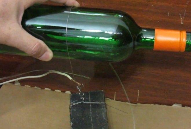 Как подручными средствами за 20 секунд и с первого раза ровно разрезать стеклянную бутылку