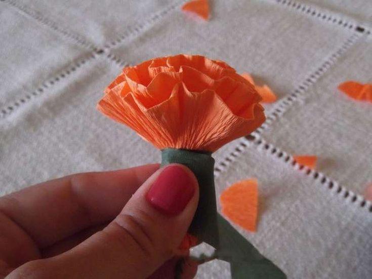 Как сделать из бумаги гвоздику на открытку своими руками