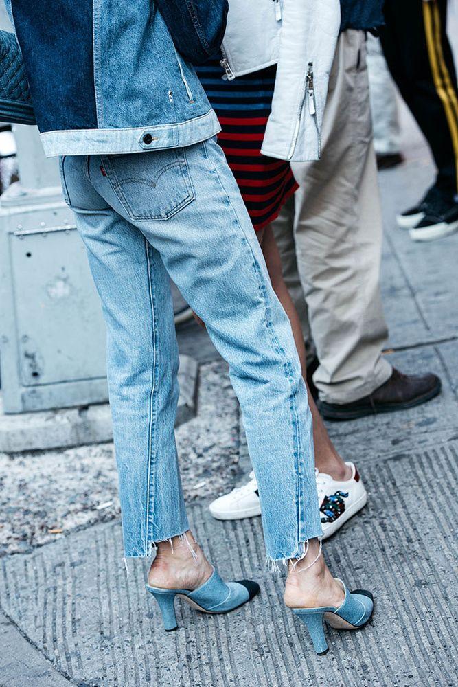Как обрезать джинсы снизу и сделать бахрому топ 10