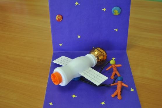 Как сделать ракету из подручных материалов для детей? шаблоны ракеты из бумаги и картона
