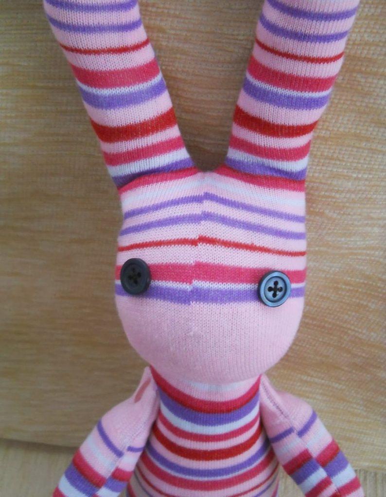Как сделать зайца из носка своими руками