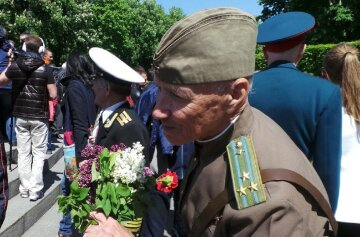 Красивая анимационная открытка с днем победы поможет поздравить ветеранов