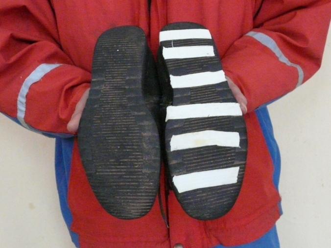 Способы как сделать обувь нескользящей: виды- обзор +видео