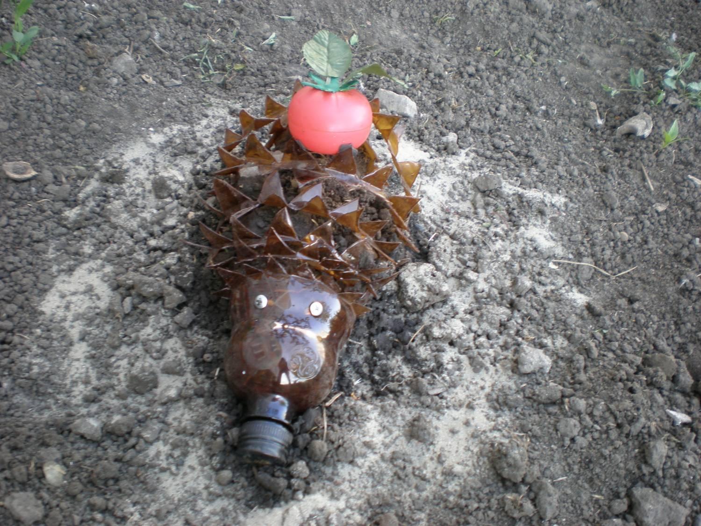 Забавный ежик из пластиковой бутылки