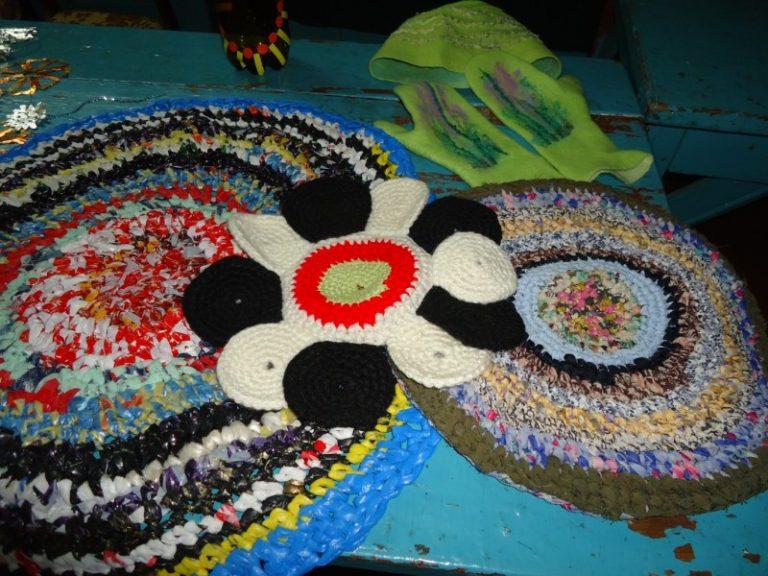 Поделки из пакетов для мусора своими руками: ковры, платья, цветы | мк-союз.рф