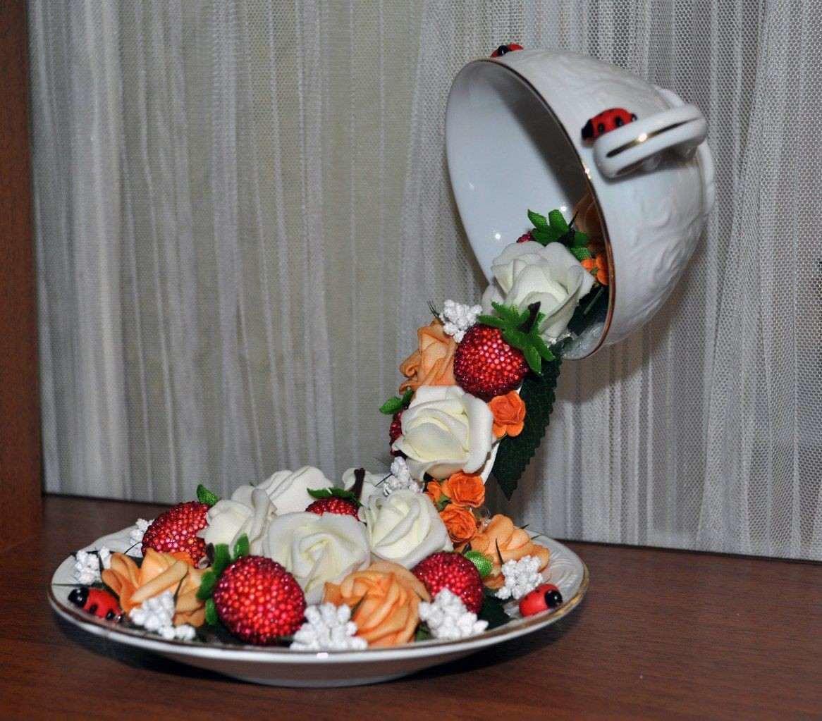 Как сделать из кружки цветочный водопад. парящая чашка - денежный водопад. как выполнить декор из шифона