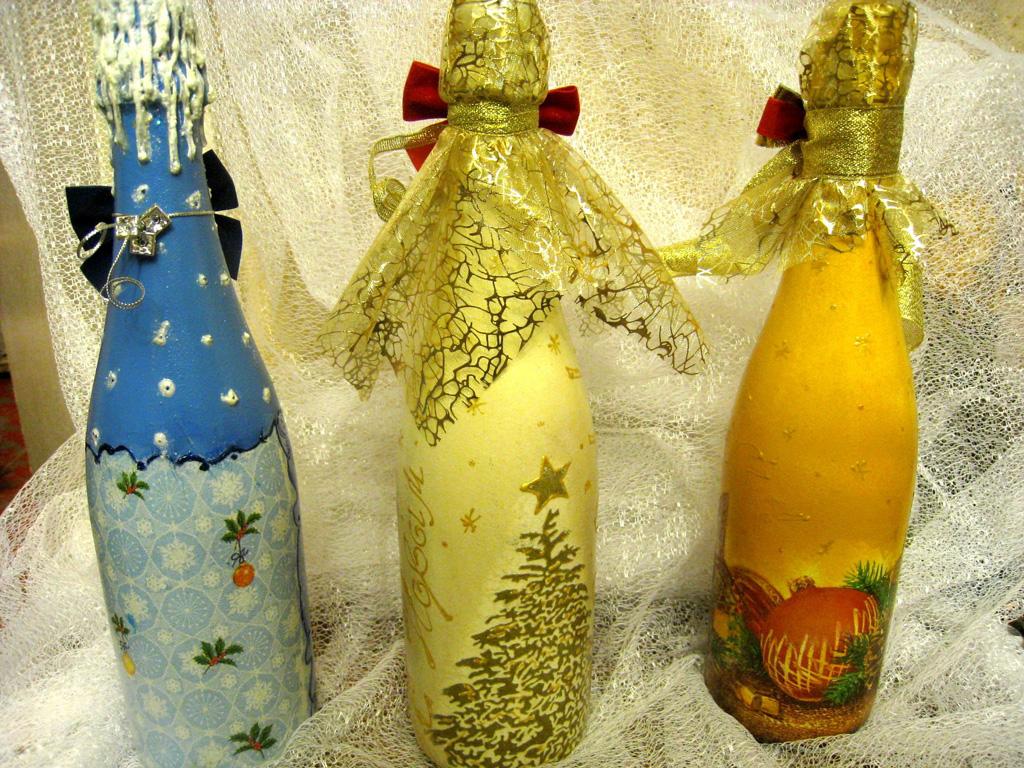 Декупаж бутылок к новому году своими руками (37 фото): мастер-класс по декупажу новогодних бутылок для шампанского. как сделать декупаж салфетками пошагово?