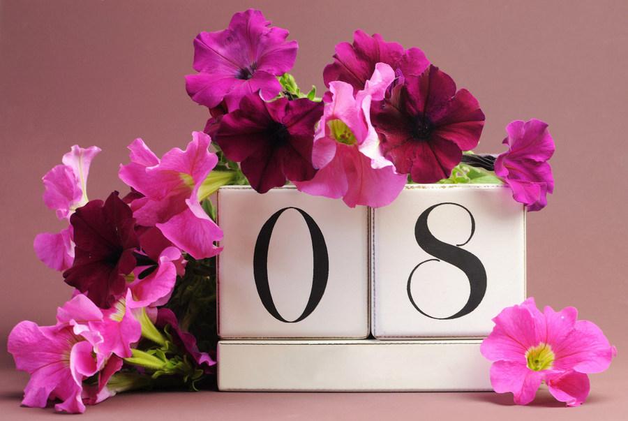 Необычные  поздравления с 8 марта (в стихах)