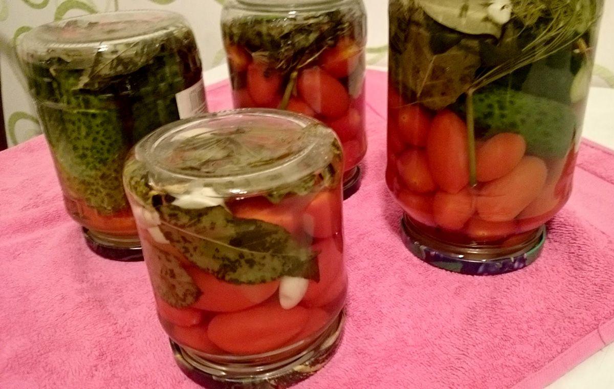 Огурцы в томатной заливке на зиму: обалденные рецепты с фото с чесноком, резаные, маринованные, без стерилизации и уксуса