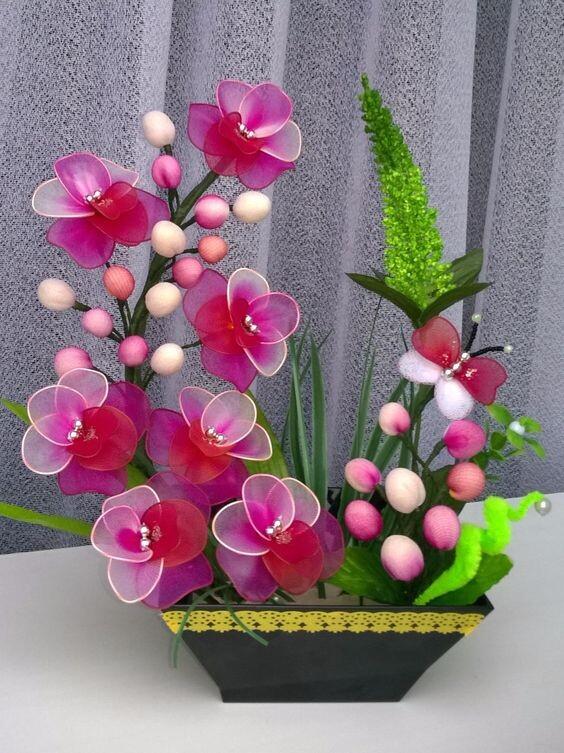 Несколько моих цветочных композиций из капрона   страна мастеров