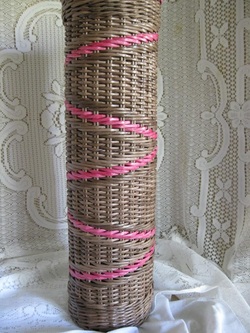 Большая спиральная ваза из бумажной лозы