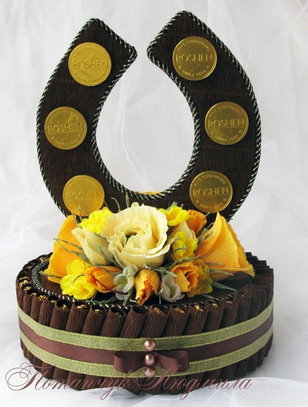 Оригинальный подарок своими руками: подкова из конфет