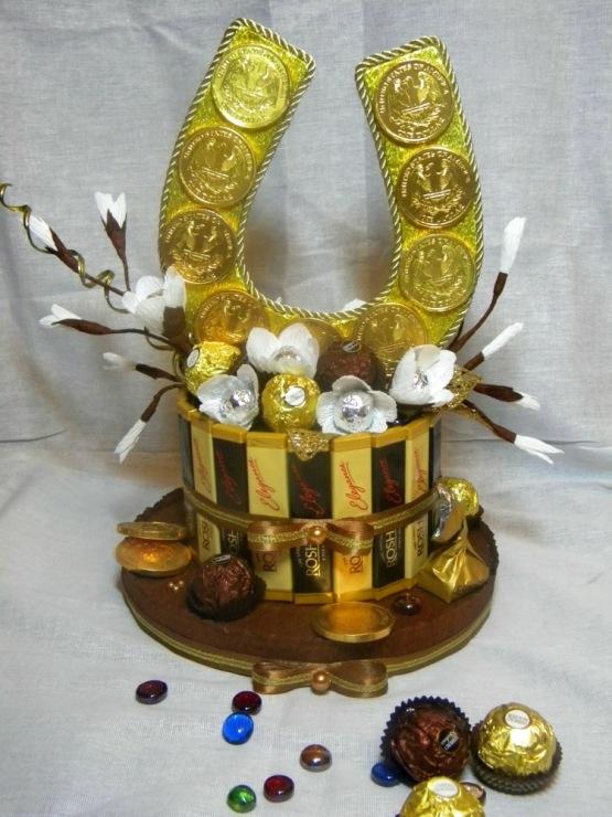 Оберег-подкова своими руками: из конфет, кофейных зерен, теста