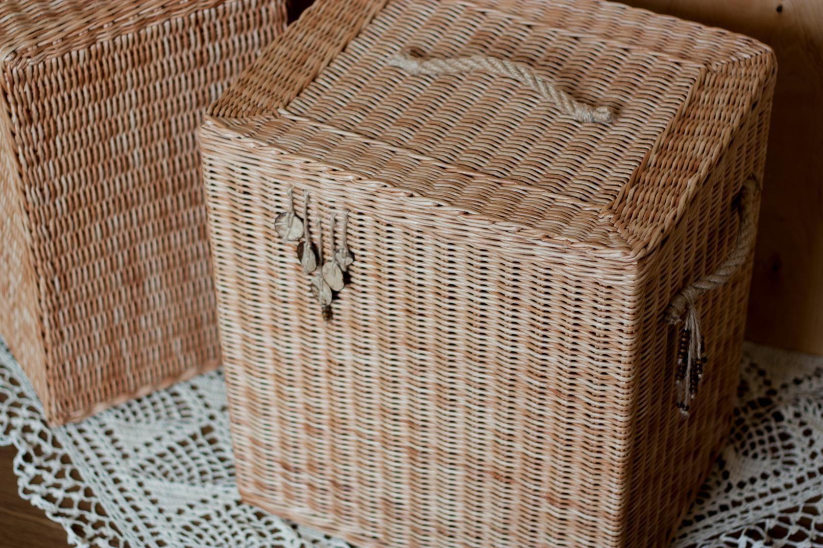 Плетёная корзина для белья - разновидности и материалы