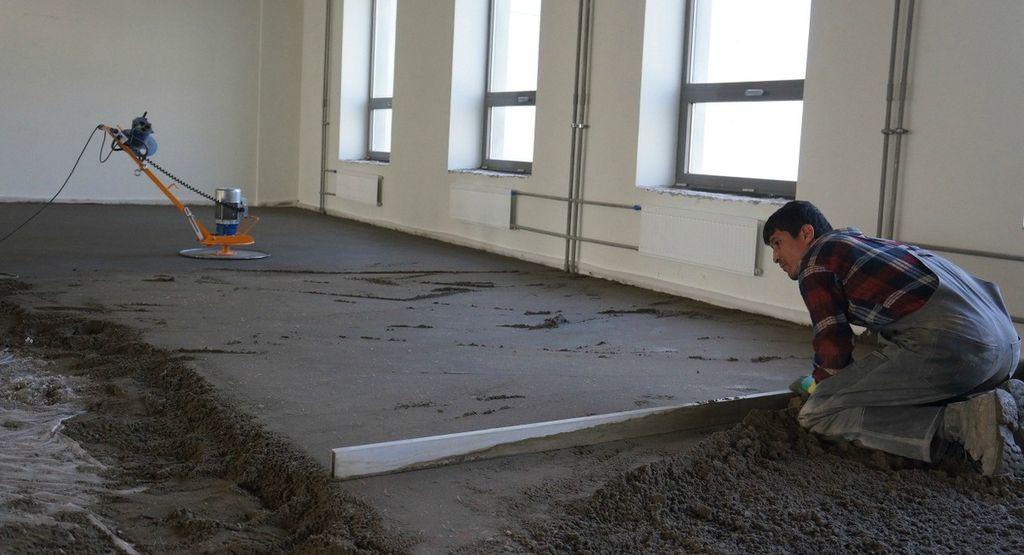 Как заливается чистовая стяжка пола дома без привлечения сторонних специалистов