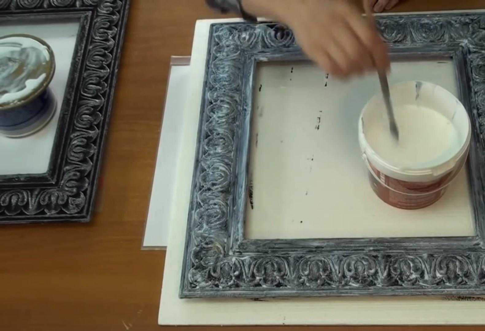 Рамки из плинтусов для картин, зеркал: видео-инструкция как сделать на стене своими руками, пластиковые, потолочные варианты, фото и цена